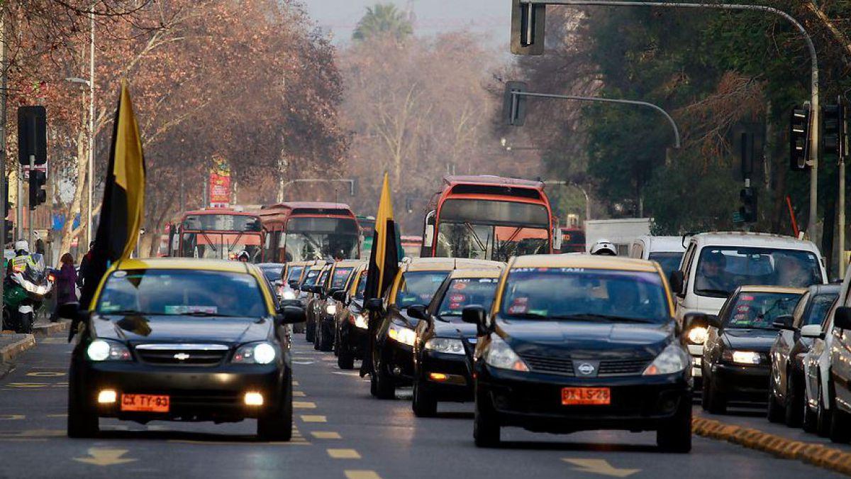Photo of Taxistas convocan paro nacional tras rechazo a la polémica «Ley Uber»