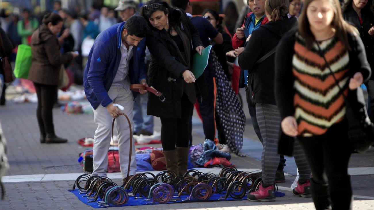 Photo of Comenzó a regir las multas contra personas que compren en el comercio ambulante en Providencia