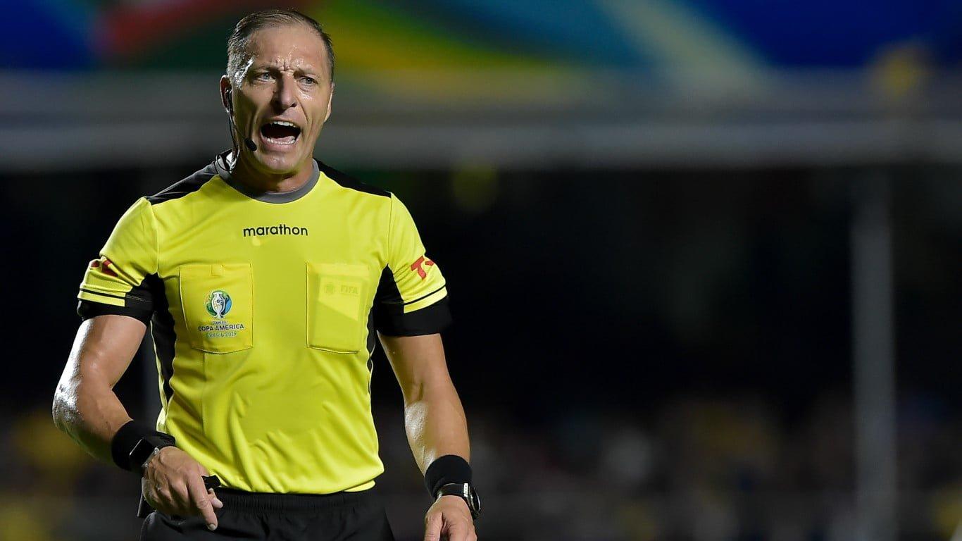 Photo of Otra vez: Néstor Pitana será el árbitro encargado de dirigir el encuentro de Chile frente a Colombia