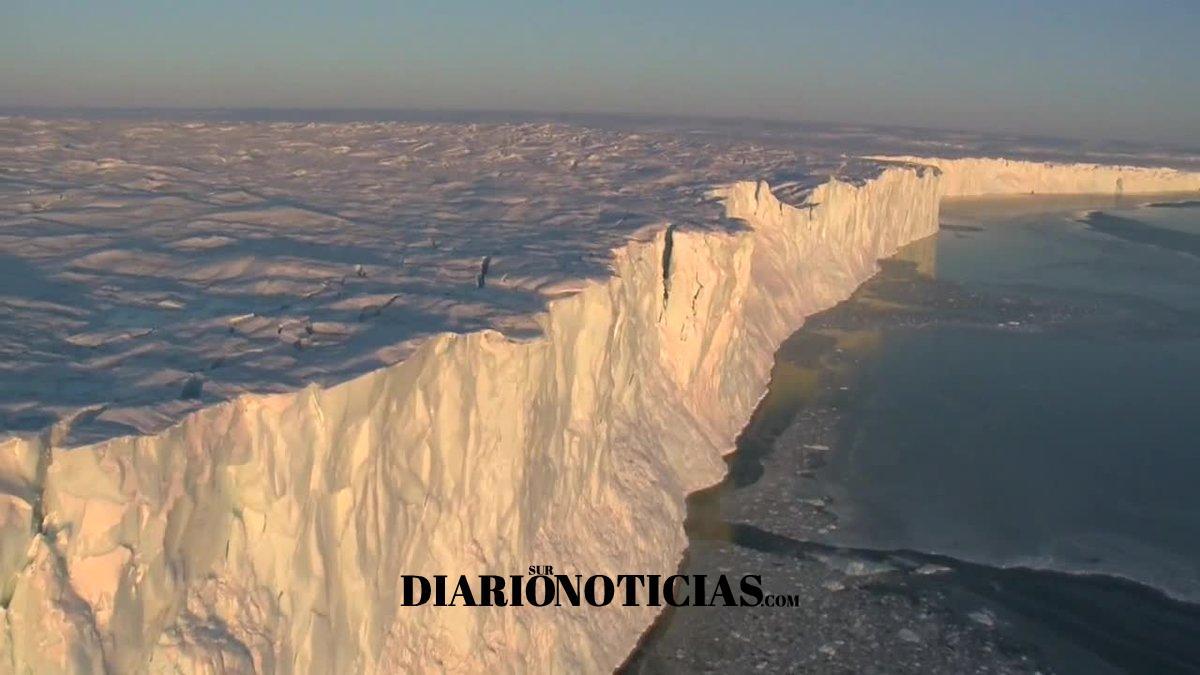 Photo of Iceberg de miles de millones de toneladas de hielo se desprendió en la Antártida