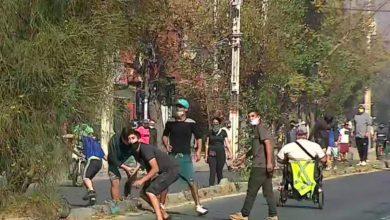 """Photo of Vecinos de El Bosque protestan por """"falta de alimentos"""" y están siendo reprimidos por Carabineros"""